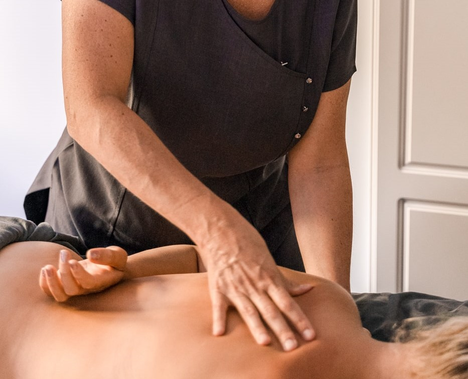 Massage Treatment for Men and Women Using Natural Oils